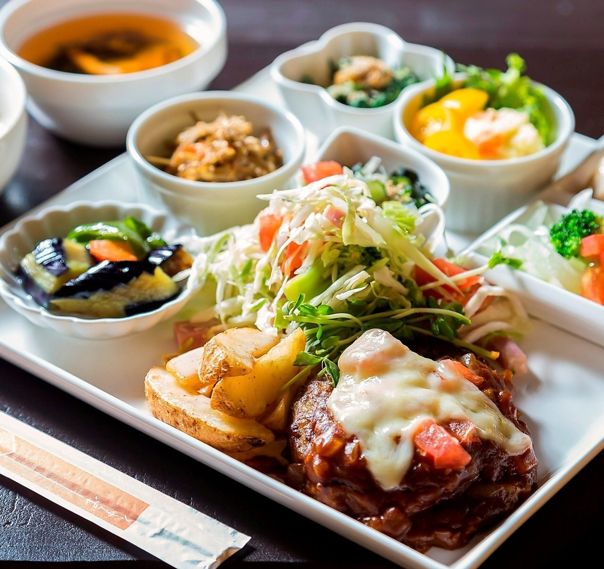 【No.14】 Plate lunch where you can eat 10 kinds of vegetables