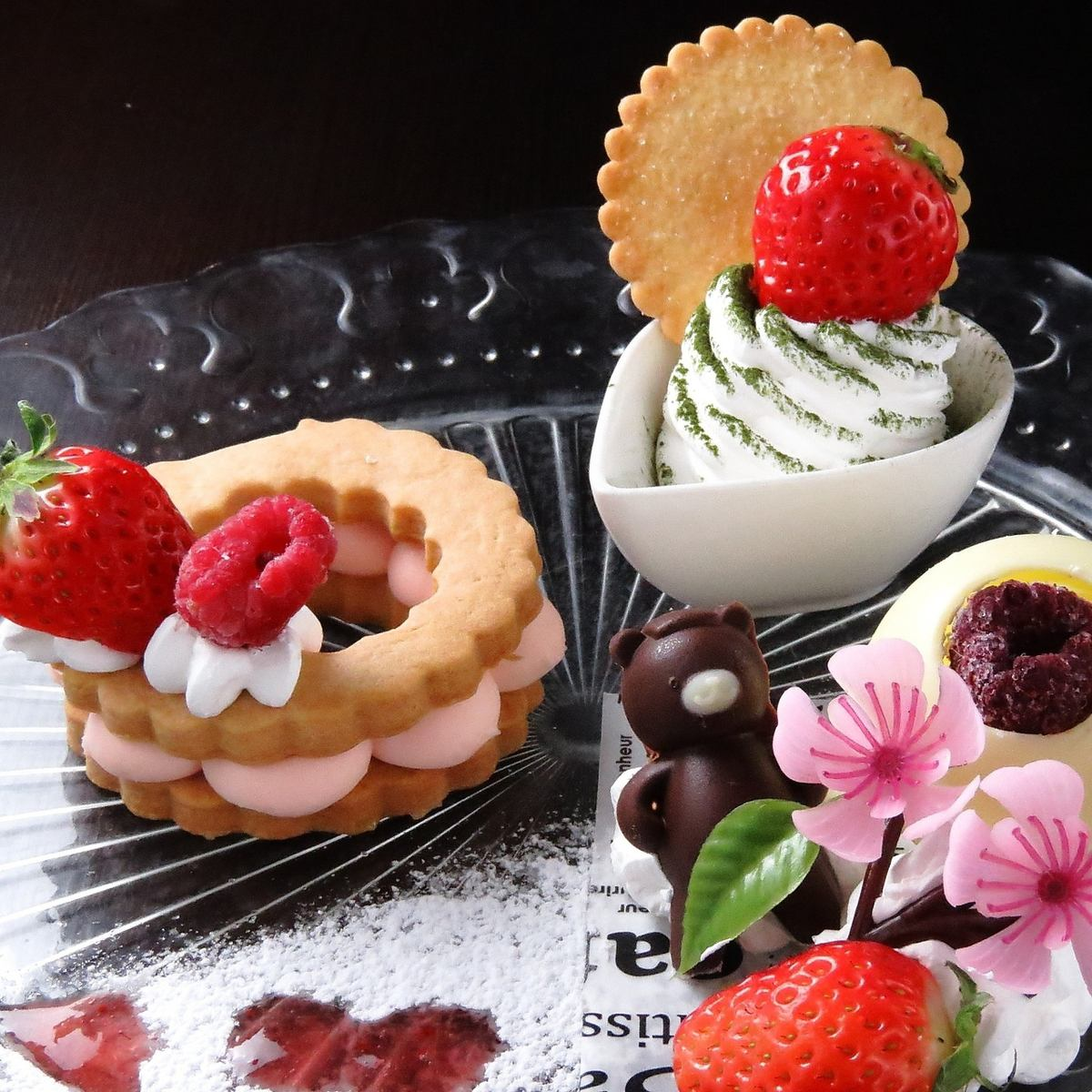 A seasonal dessert plate is newly introduced! Lunch is advantageous with coupons!