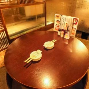 円卓を囲んで、寛げる個室有ます