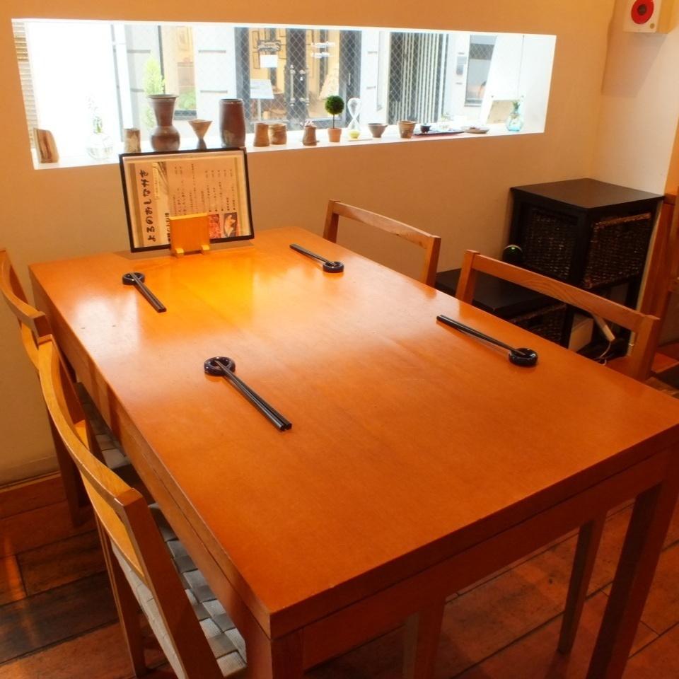 桌面佈局可根據人數進行更改,如果您對座位有任何疑問,請隨時與我們聯繫。