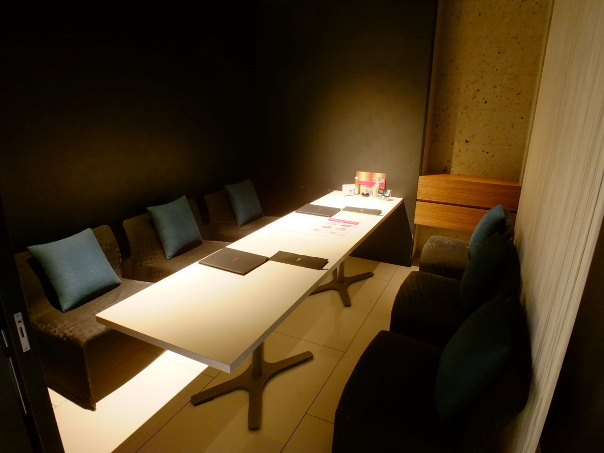 【Private room 1】 Sofa seat 4 person 【Private room 2】 Chair type 6 persons