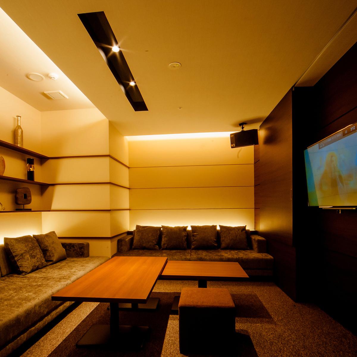 【VIP ROOM 012】私人包房,最多可容納6人/私人型,融合寬敞典雅現代。配備衛生間。你可以廣泛使用它。