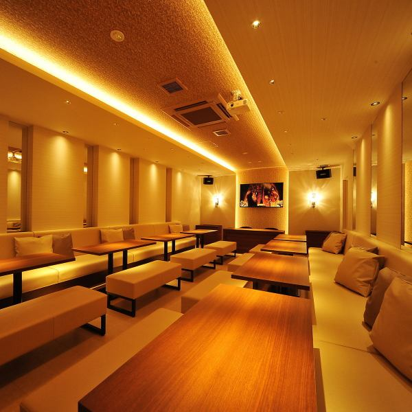 【Ideal for various parties such as wedding secondary party】 Complete a spacious party room for up to 30 people.A 60-inch large screen can be used widely as even karaoke and broadcasting of message movies.We also have many benefits for wedding second party such as champagne tower so please do not hesitate to consult us.