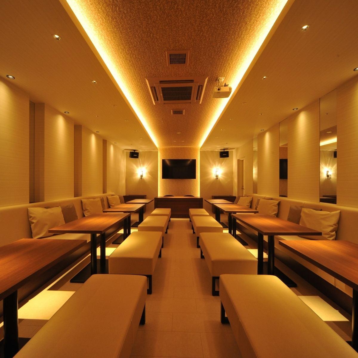 可容纳多达30人的派对室配有大型监视器和投影仪。因为接收包括卡拉OK在内的地波,所以也推荐用于观看运动和看电影等多用途的用途