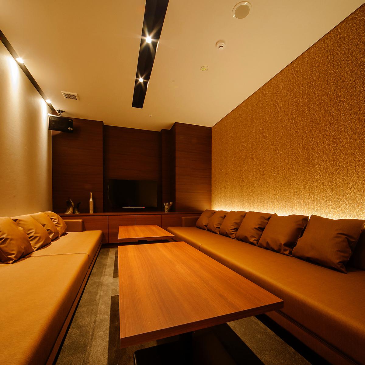 【ROOM 007】私人房間最多可容納10人/舒適的沙發麵向風格,寬敞典雅,現代混合。非常適合用餐和娛樂。