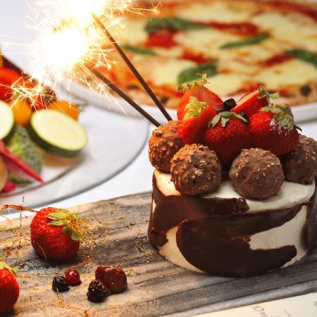 【周年晚餐套餐】A5 8种美食,包括和牛牛肉,Omaru虾,蛋糕,3小时的空闲时间,所有你可以喝+卡拉OK