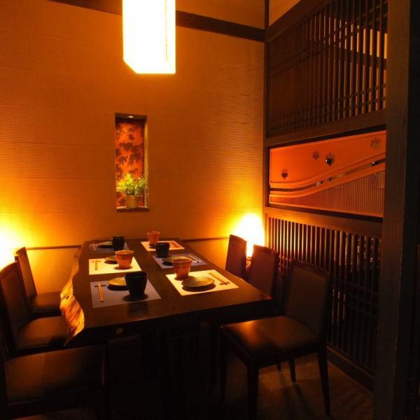心斎橋駅すぐの個室居酒屋★食べ飲み放題が一番人気★お部屋ごとに違う雰囲気を楽しめます。お料理を並べても広々なテーブル席。個室は《4名様~40名様》まで対応しております。合コン・女子会・宴会・・・様々なシーンにご利用ください♪