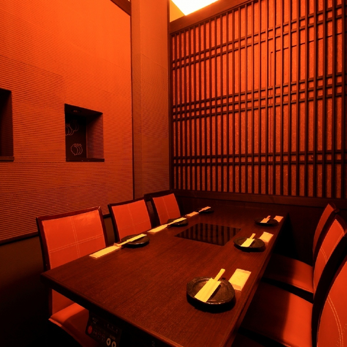 "【Table Private Room】 It is a private room where 8 people with calm warmth can sit.Enjoy your meal in a friendly space with friendly partners ♪ How convenient ""feast"" in Shinsaibashi?"
