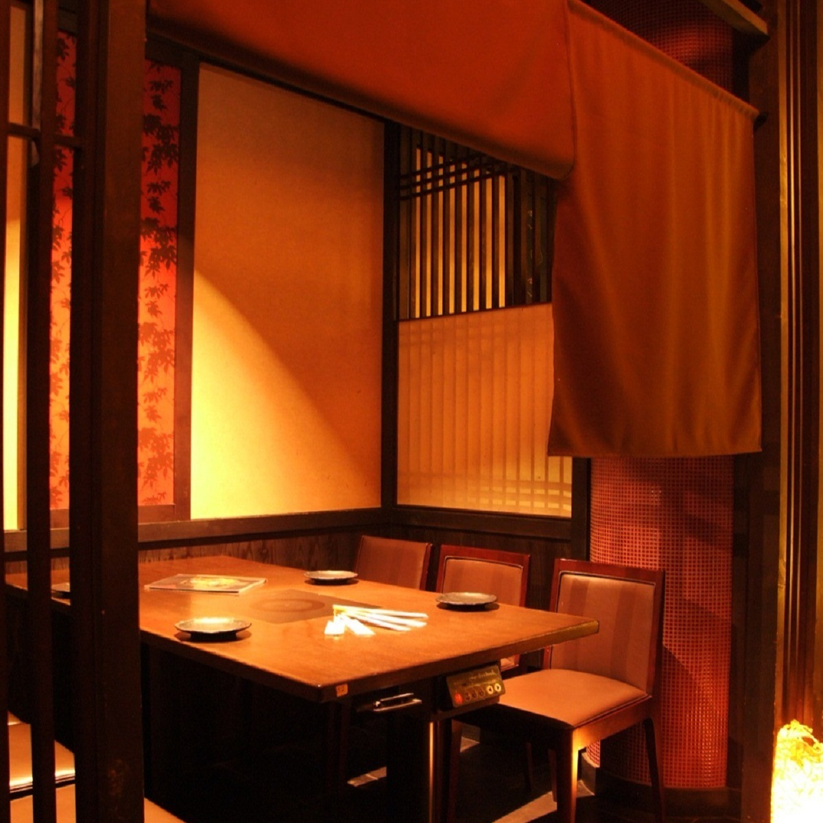 【Table private room】】 It is a table private room where 6 people can sit.You can enjoy your meal in private space without worrying about surroundings.We are waiting for the girls' party, gong, drinking party, various banquet reservations.