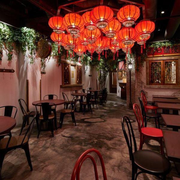 『世界のやむちゃん名古屋栄店』は上海の裏通りの屋台街をスタイリッシュに表現した店内となっております!近くには矢場公園やロフトがあり、アクセスも◎ランチ / アフタヌーンティー / ディナーと3つの営業をしているので、ご利用シーンに合った体験をご提供いたします♪ ※ネット予約は現在11:30- / 17:00のみ受付可能