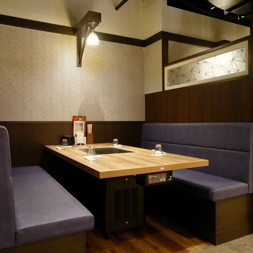 We offer semi-private rooms of sofa type.You can relax relaxingly, including girls' associations and banquets.