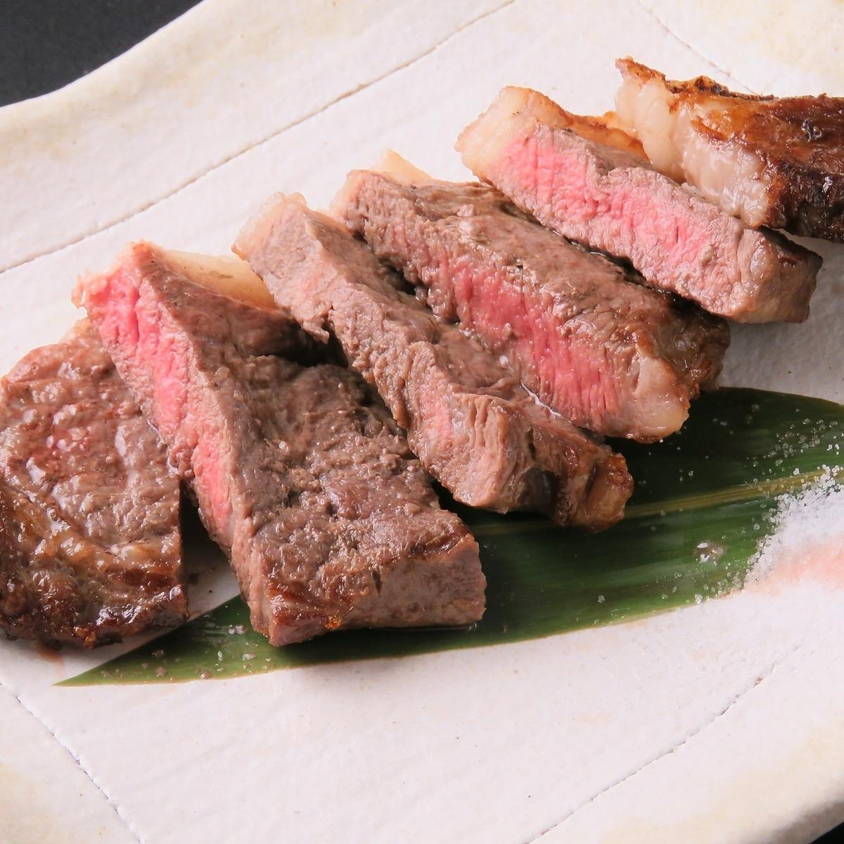 Owarai牛的木炭烤牛腰肉排