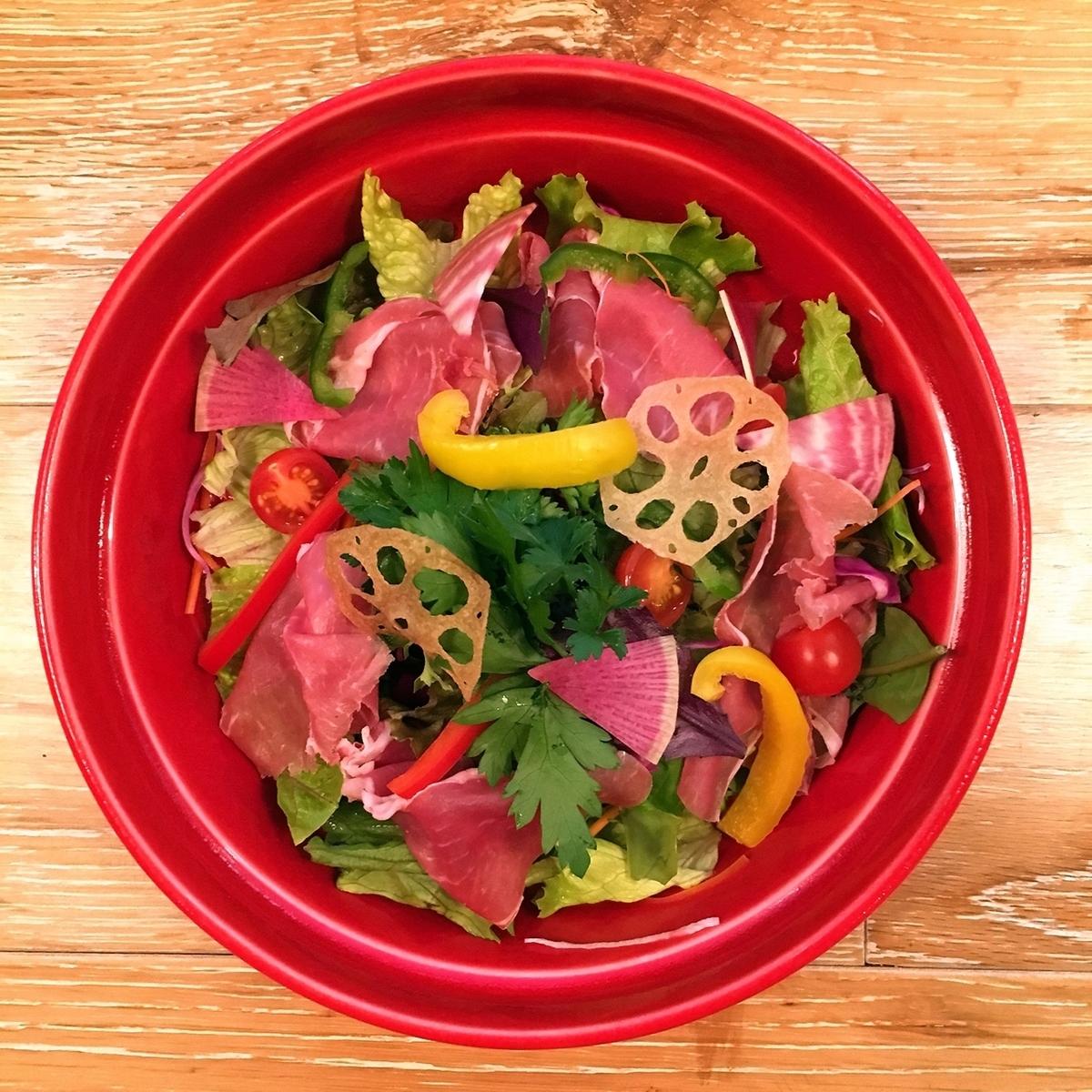 生ハムと旬野菜のTerzoサラダ