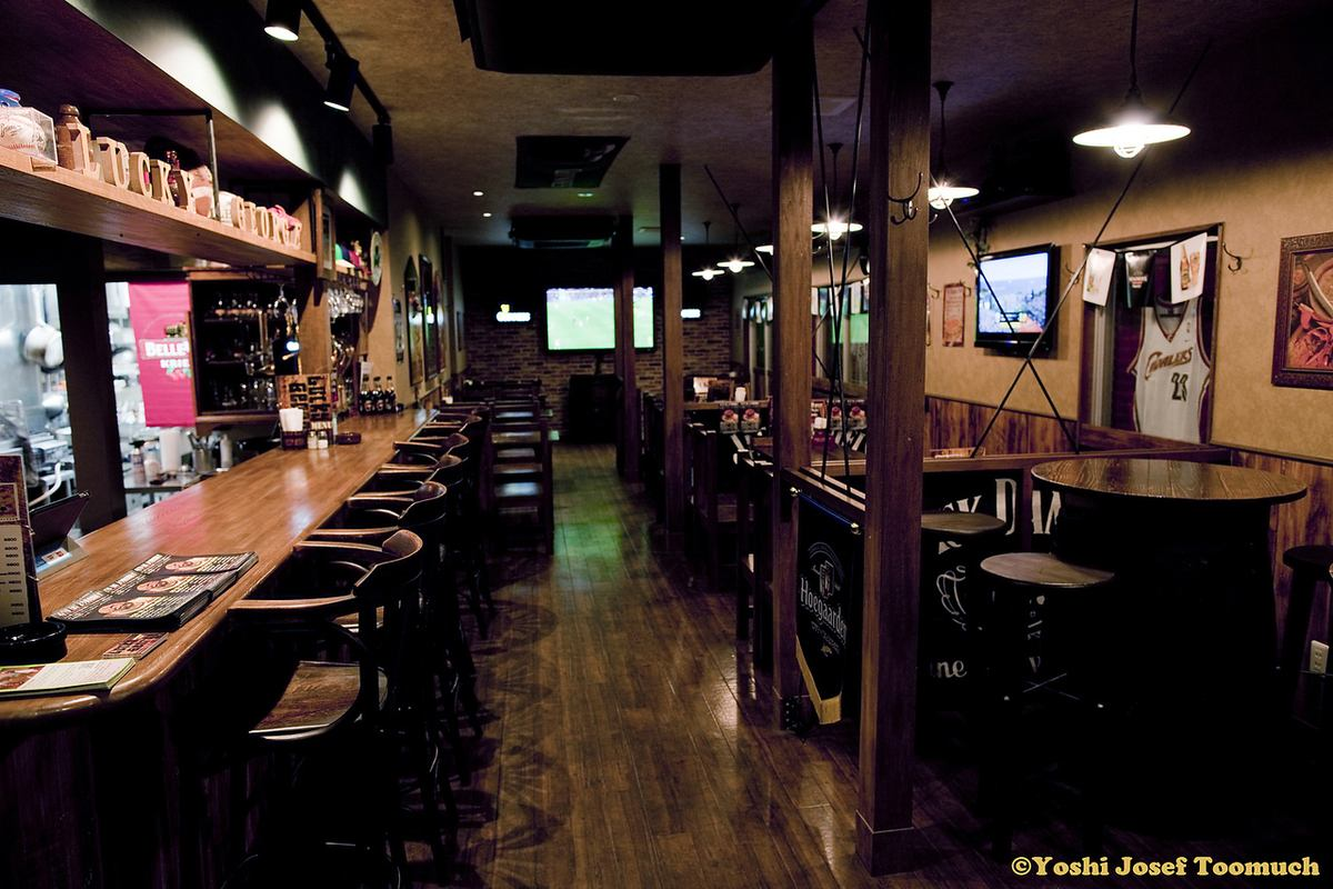 Sports pub ★ enjoying various sports watching together with smoked burger and draft beer ★