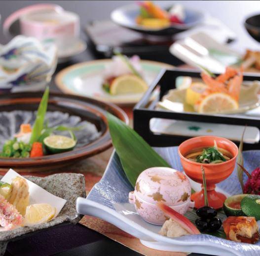 창업 44 년.세토 우치 요리의 전통을 지켜 히로시마의 유명한 상점.제철을 고집 한 가이세키를 개인 실에서 ...