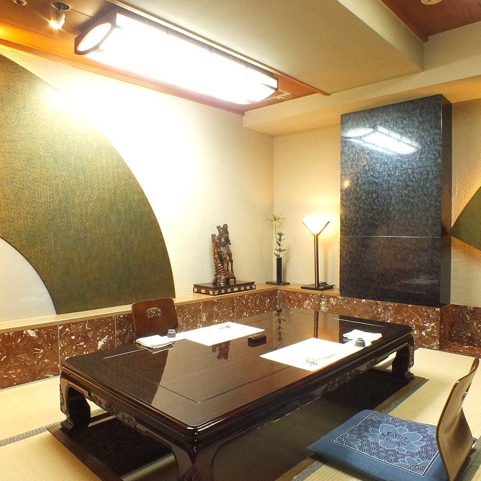 酒店提供推荐周年纪念的私人包间。