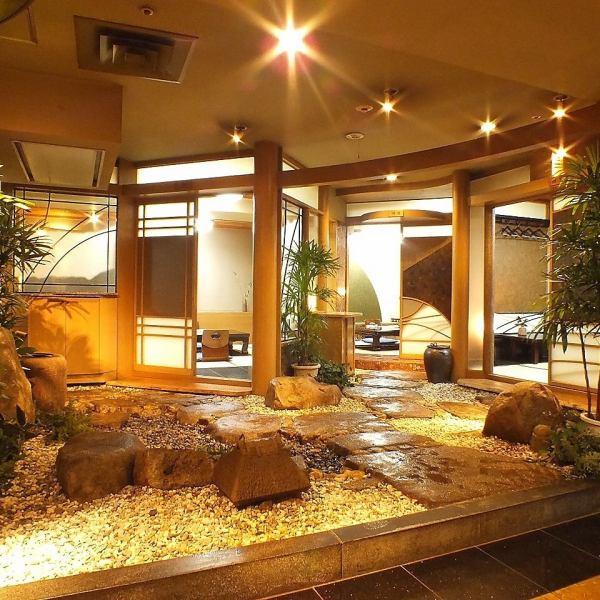 【2~4名個室×7部屋】お座敷から見える情緒溢れる石庭がデートや記念日などの大切な一時を演出。