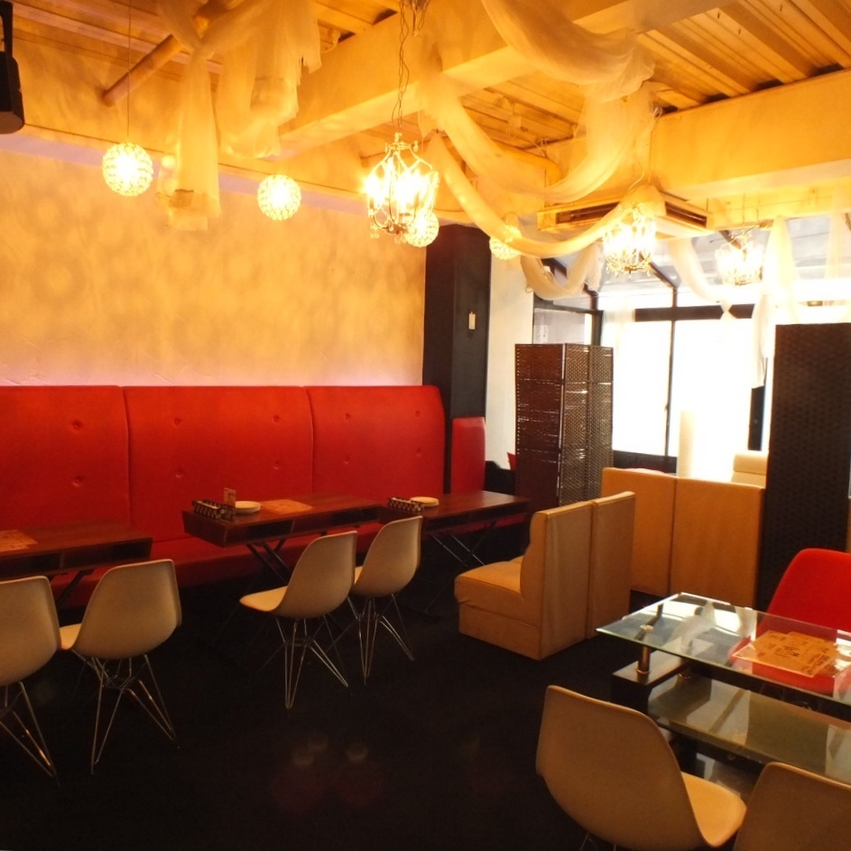 【[2nd floor] Floor charter OK! 20 people ~] Luxury 2nd Floor Floor ◇ With the red chair as the point, to an adult atmosphere.Please consult about the number of people !!
