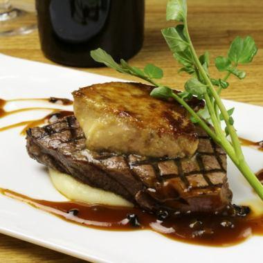 国産牛フィレ肉とフォアグラのロッシーニのコース