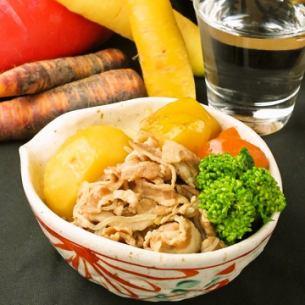 肉类和洋葱土豆连同玫瑰猪肉和印加的觉醒