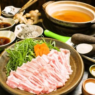 使用茨城县玫瑰猪肉和黑萝卜猪涮锅