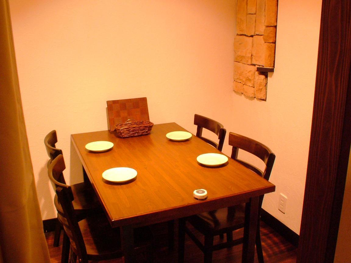 It is an open space.Table for 4 people.Please use it according to various purposes such as girls' party, farewell reception party, drinking party, date, gangbang.Please enjoy delicious Italian.
