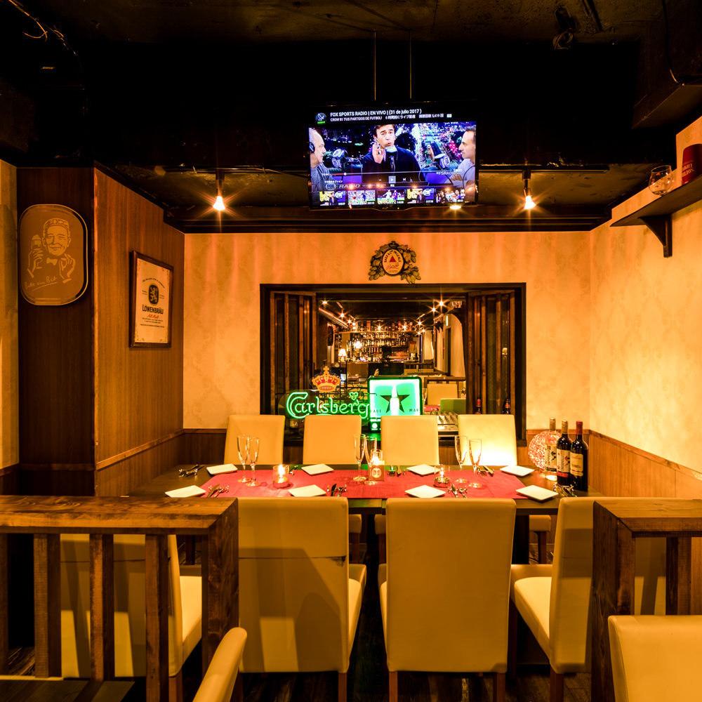 我们准备了2人〜私人房间。对于希望在涩谷的一个地方举办饮料派对的顾客,建议使用★这是一个由着名设计师装饰的空间内部装饰。