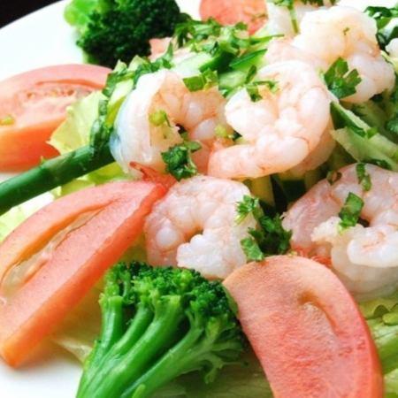 小海老と彩野菜のオリーブサラダ