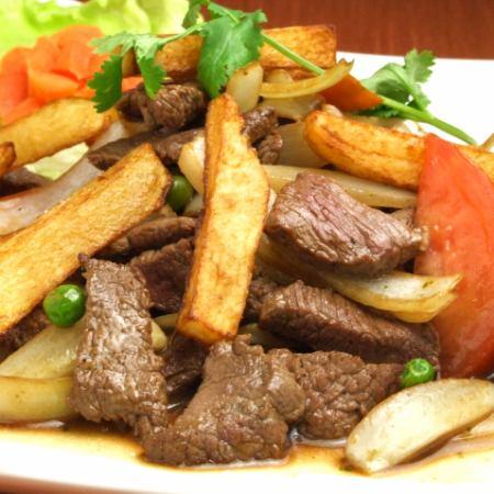 ロモサルタード ~牛ヒレ肉と野菜のバルサミコ醤油炒め~