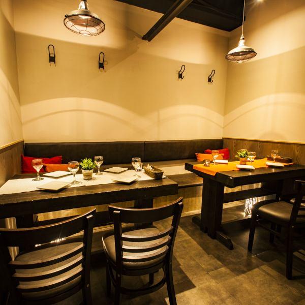 «餐廳是時尚的私人空間和內飾將進一步活躍氣氛♪»也在多次享受未來類型的不同座位。