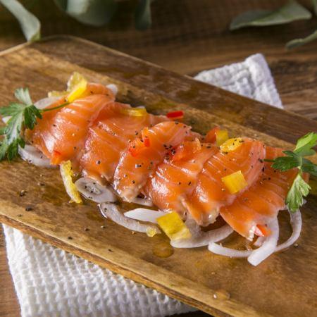 新鮮的魚生牛肉片