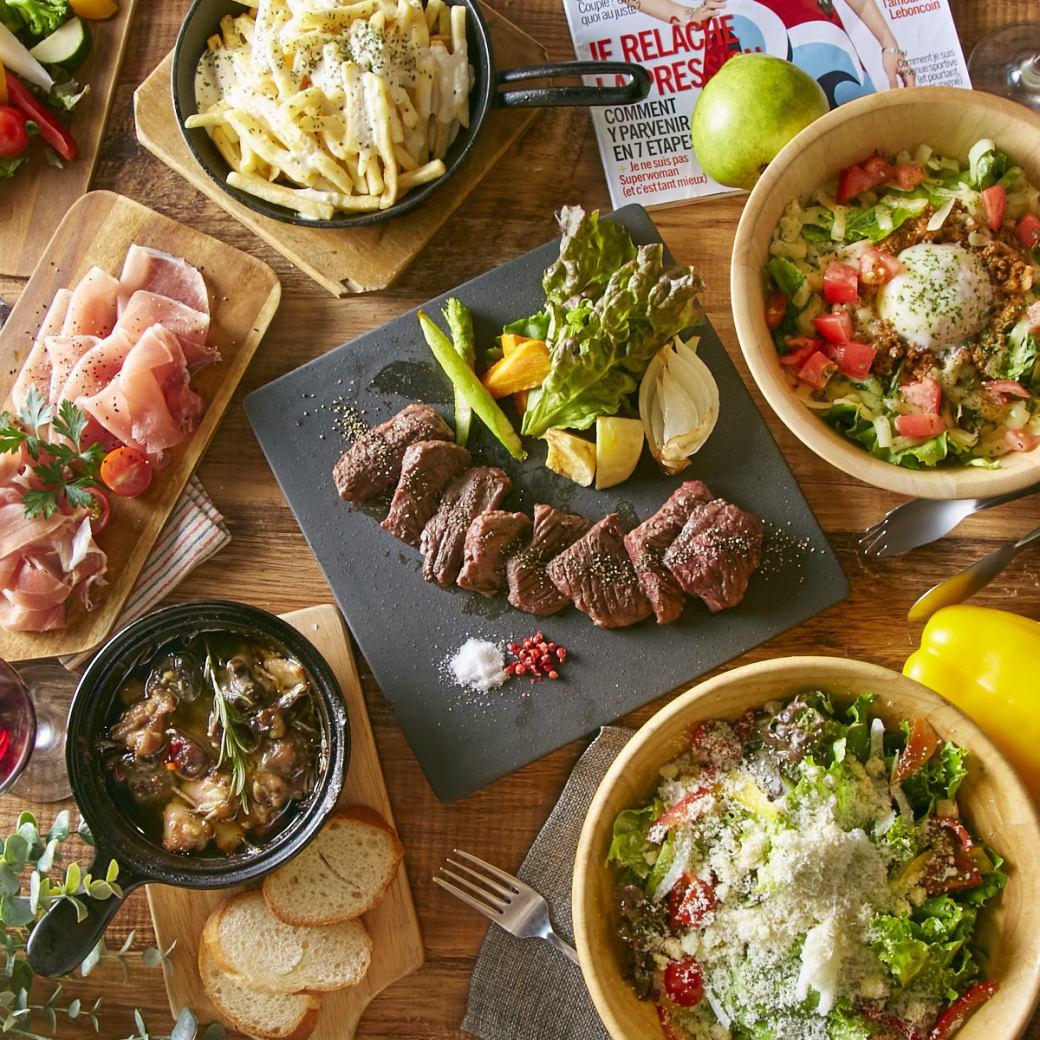 可以享用外用肉類料理的宴會套餐是2480日元〜!