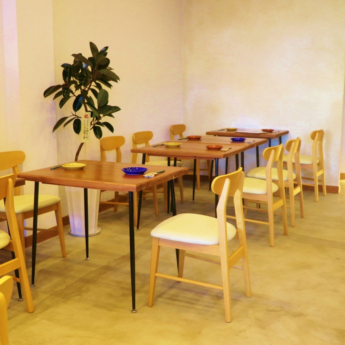 Seats for two people are prepared for table seats.You can also combine according to the number of visitors ♪