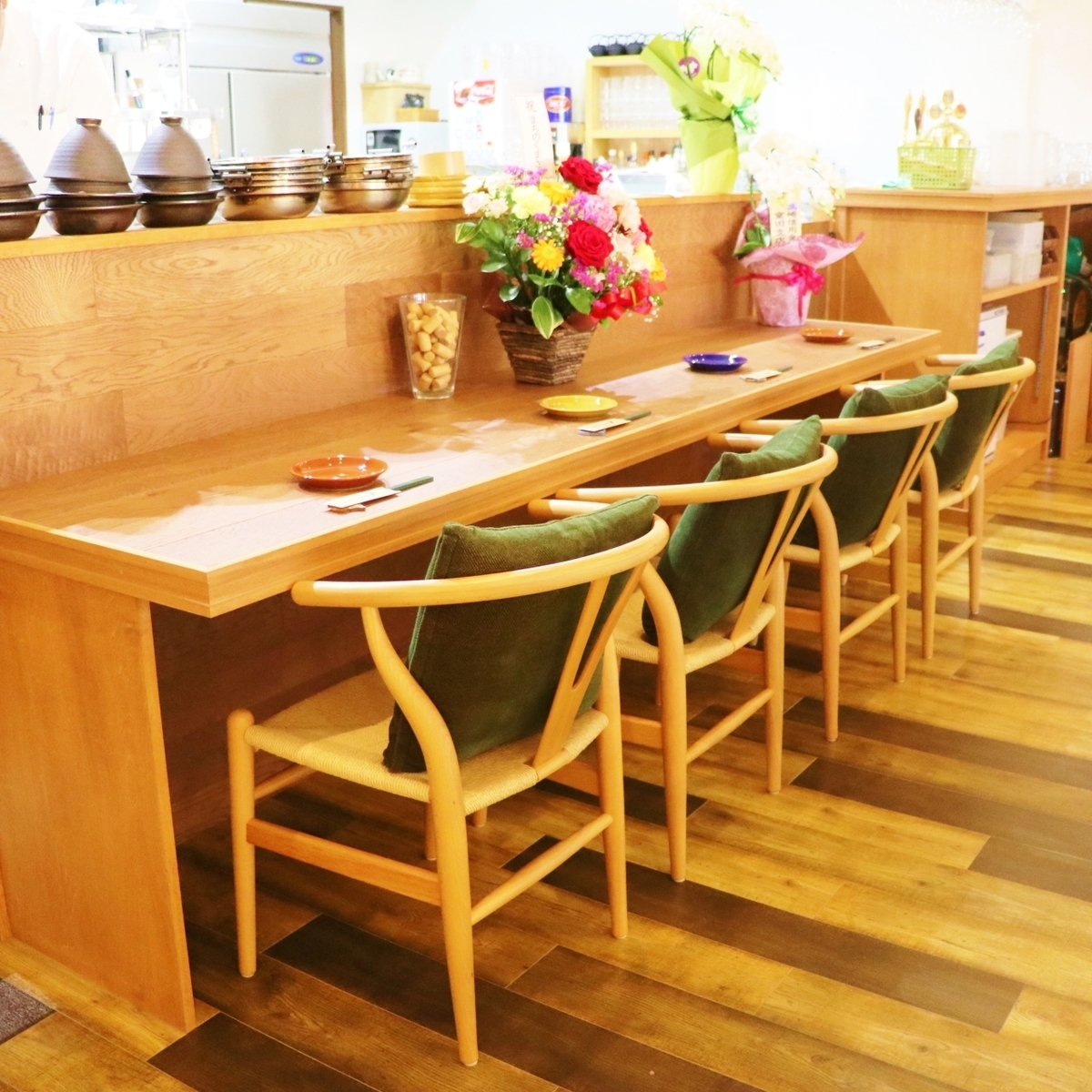 We also have a counter seat that allows even one person to enjoy meals and drinks ☆