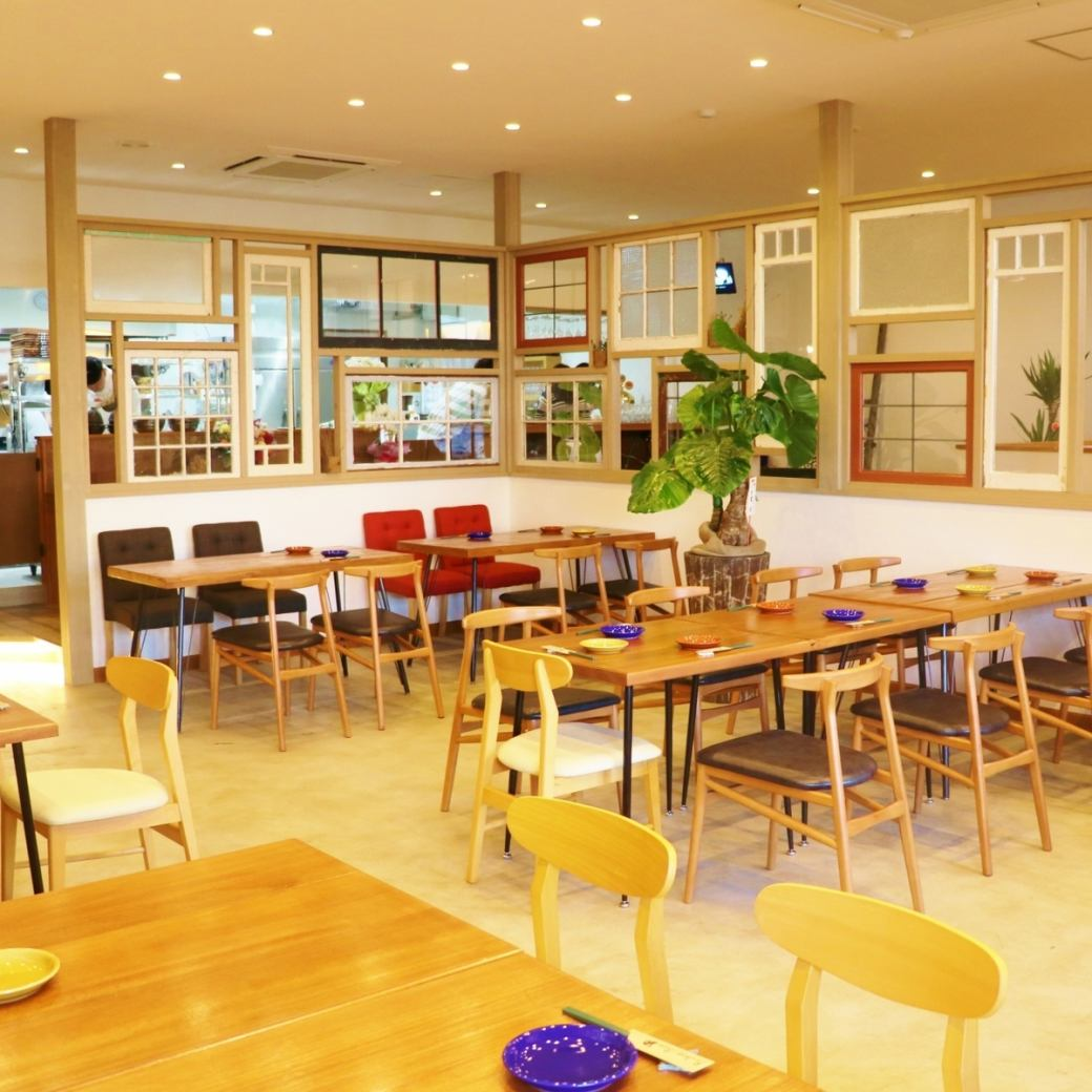 Layout that can be rented for more than 35 people Inside a bright, free shop.From small people to large people Relax comfortably with company relations, friends, girls' association, mama association.