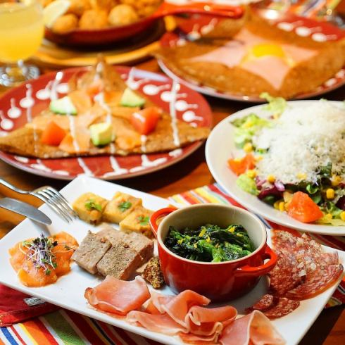 A plan that you can enjoy two authentic galettes and popular tapas platter ♪