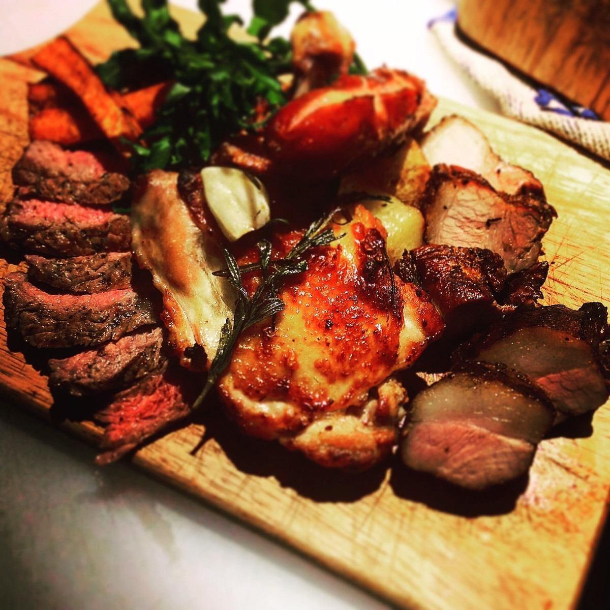 您可以在開放式廚房的蔬菜和烤牛排用木炭充分!