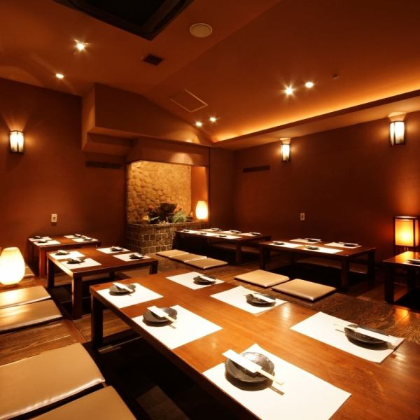 ◎ For various banquets such as company banquets and launches ◎ Small number of people from banquet room up to 50 people.♪ relaxed in a Japanese space full of emotional lighting with indirect lighting