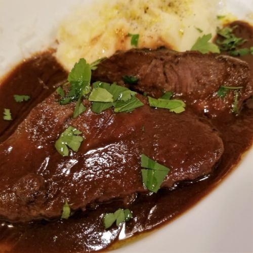 国産牛ホホ肉の赤ワイン、マルサラ煮込み