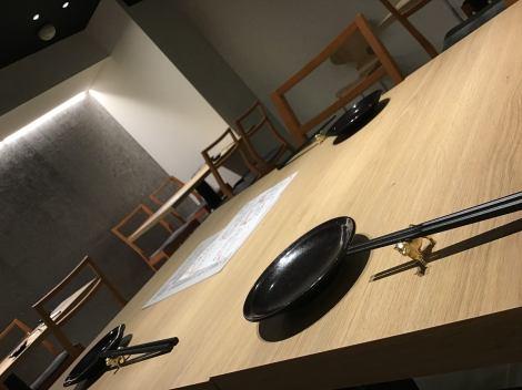 テーブル席は最大16名様までご案内可能でございます!!スタッフがお肉を焼き上げ カットして提供致しますので、服に匂いがつくこともありません!!広めのテーブル席はゆっくりお話をしながらお食事がお楽しみ頂けます!※お席に限りがございますのでご予約はお早目にどうぞ!※