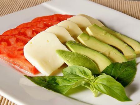 Avocado and fresh tomato capsule
