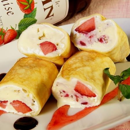 Strawberry crepe roll ice
