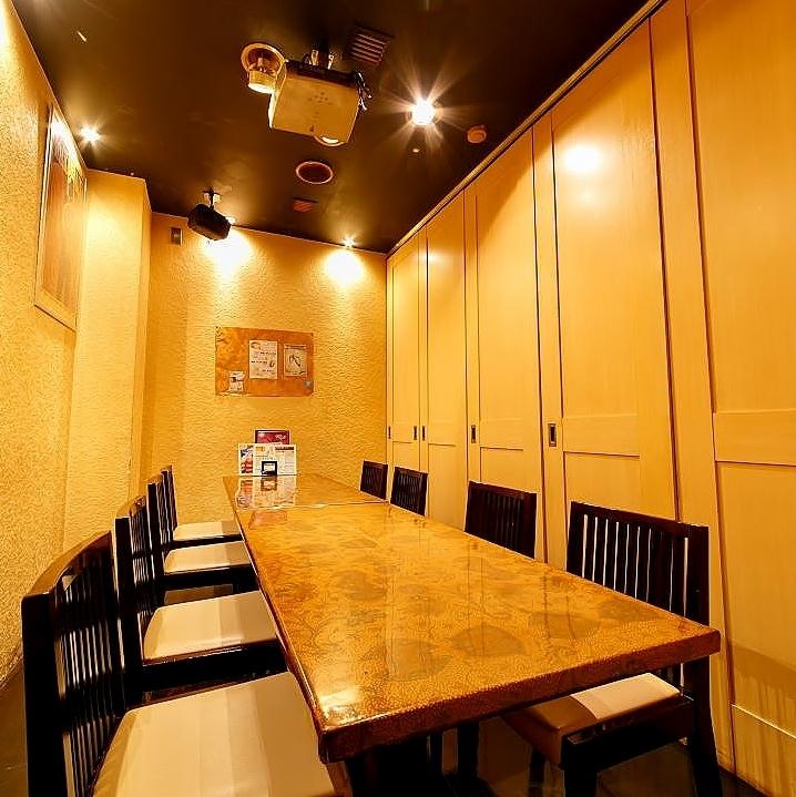 6~8名様用のテーブル席