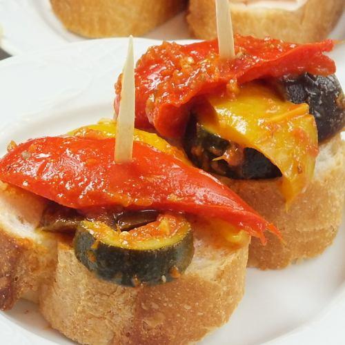 野菜のトマト煮のカナッペ