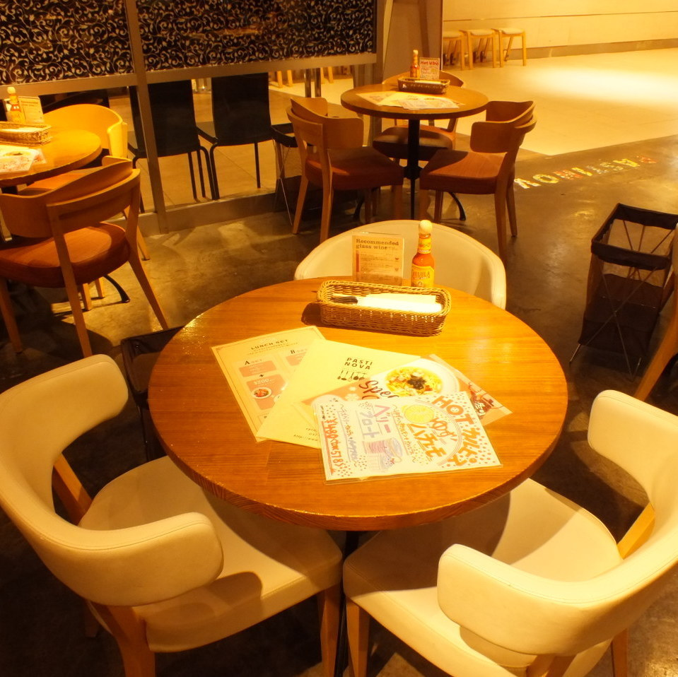 For 2-3 people.♪ to the girls 'association and friends' scenes ♪ The conversation also stops while matching the face with a round table!