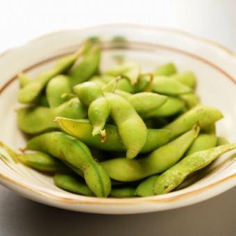 Salt boiled green soybeans