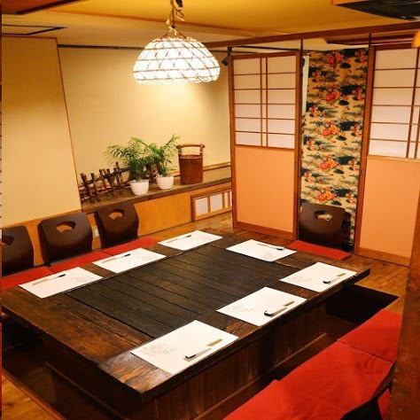 We are preparing a dinner table with a calm atmosphere of Japanese.