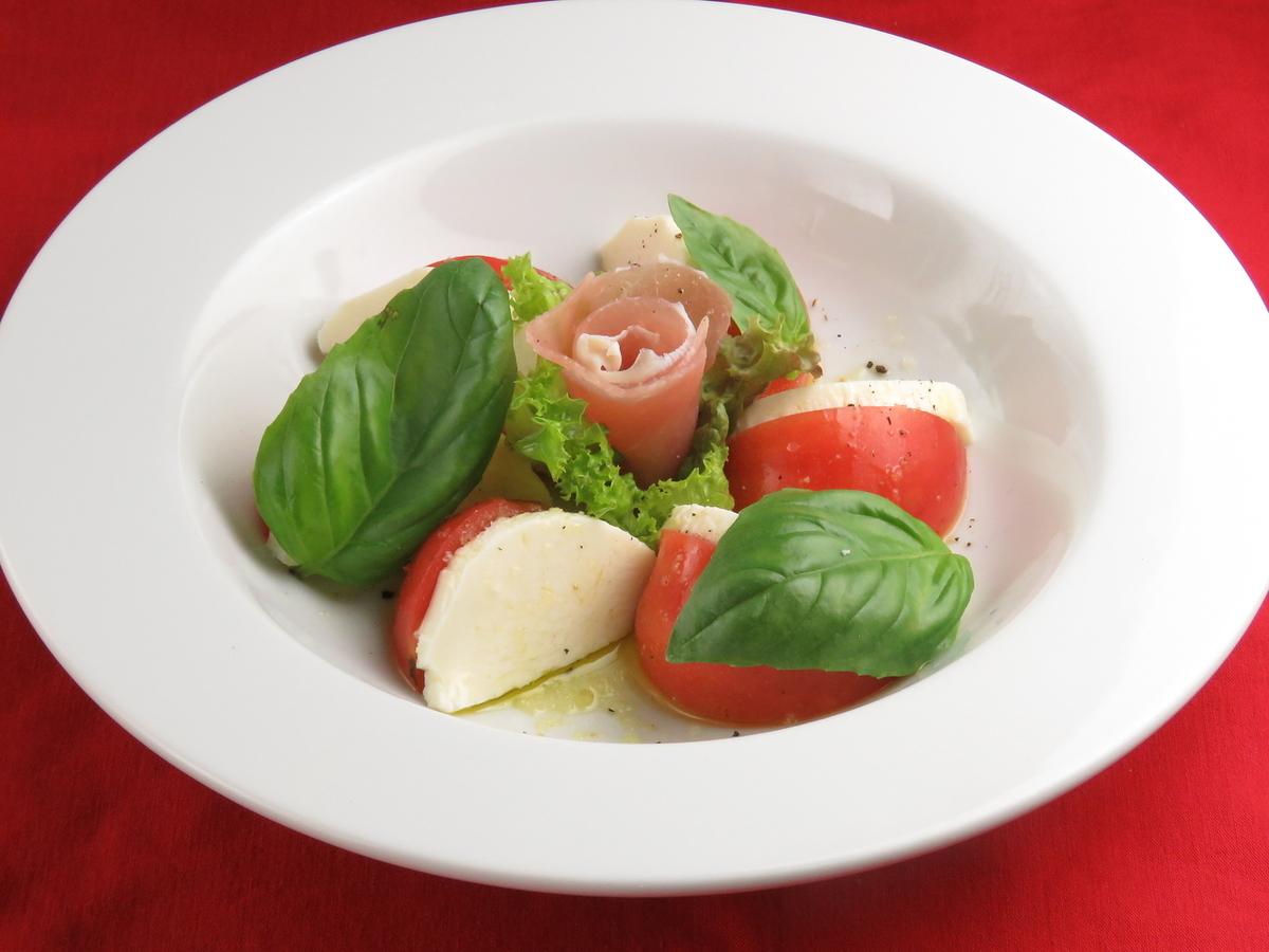 Caprese (tomato, mozzarella, basil)
