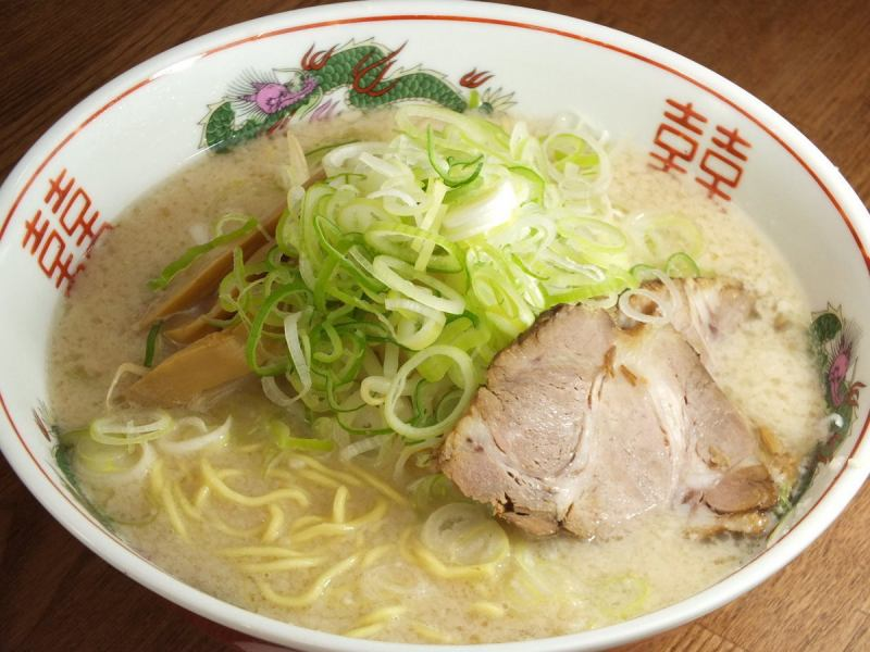 "Our shop boasts a reputed name Salt Dale Tonkotsu ""Shō dragon noodle"""
