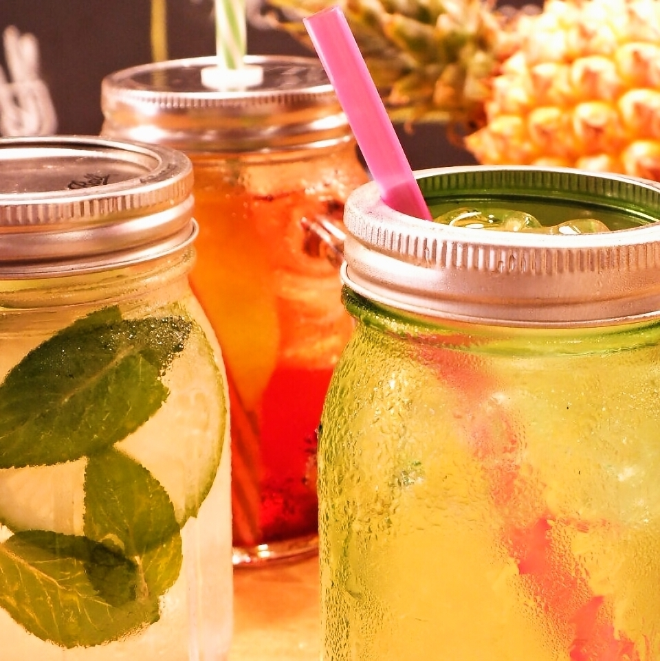 A refreshing drink using Mason Jar is recommended